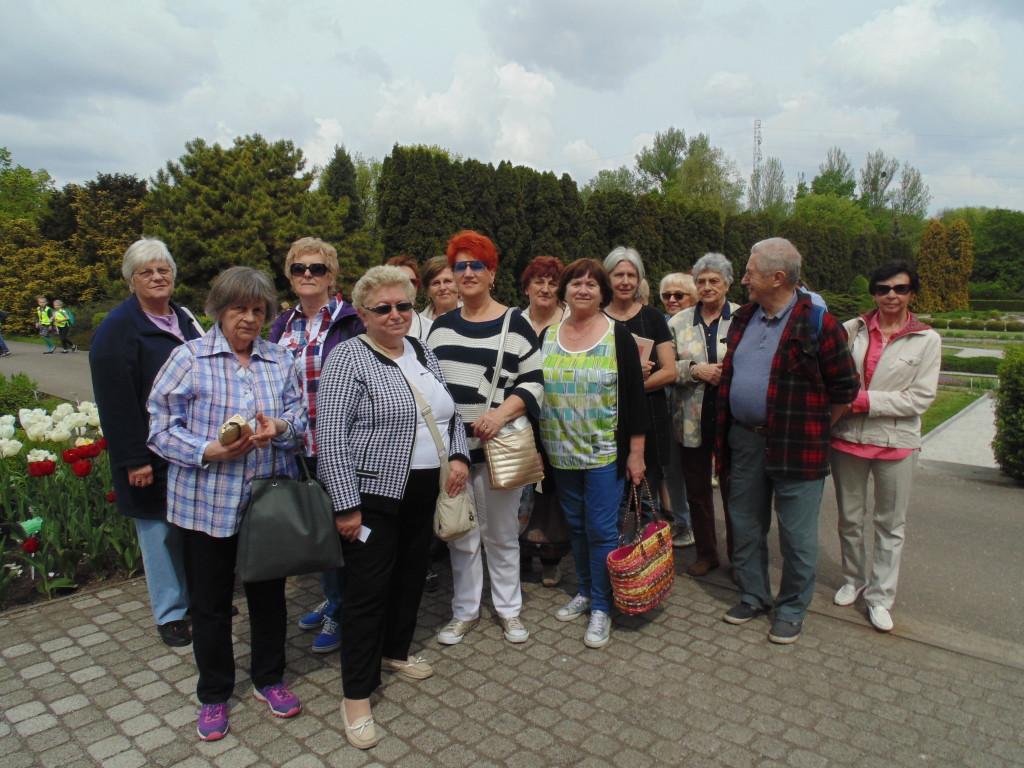 lutw-grupa-uczestnikow-wycieczki-do-ogrodu-botanicznego-mb