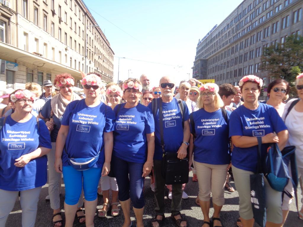 LUTW – Parada Seniorów… Słuchacze ULTW podczas przemarszu (2) JB