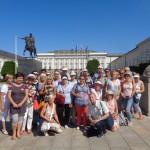 LUTW – Parada Seniorów… Słuchacze ULTW przed Pałacem Prezydenckim -JB